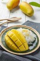 klibbigt ris med mango foto