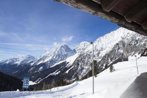 vacker utsikt från en skidstuga i Österrike foto
