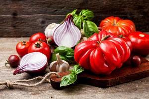 tomat och grönsaker foto