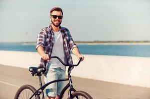 bara jag och min cykel. foto