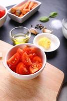 ingredienser för tomatsoppa foto