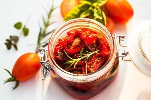 soltorkade tomater foto