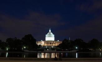 USA: s huvudstadsbyggnad på natten foto