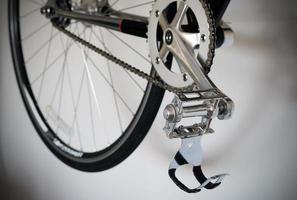 närbild på cykelens pedal foto