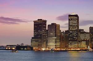downtown manhattan vid solnedgången foto