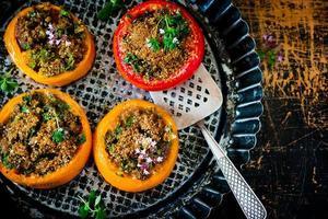 bakade fyllda tomater foto