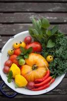 färska trädgårdsgrönsaker foto