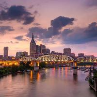 Nashville, Tennessee centrum horisont vid skymningen foto