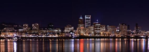 porltand oregon skyline på natten foto