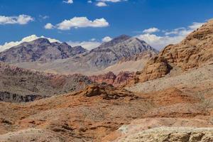röda stenar i eldstadens delstatspark, nevada, usa foto