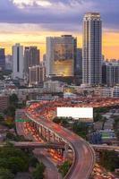 landskap som bygger moderna affärsdistrikt i Bangkok. s-formade foto