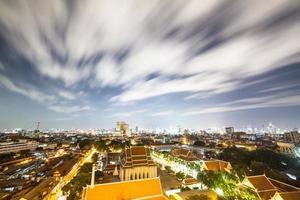 snabba moln ovanför Bangkok foto