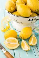 färska citroner. foto