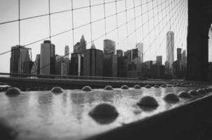 nedre manhattan från brooklyn bridge foto