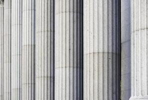 klassiska kolumner i en regeringsbyggnad i New York foto