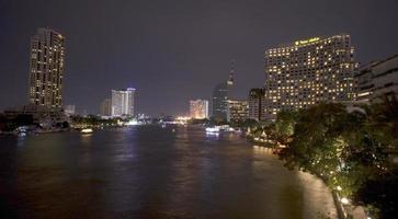natt scen av bangkok foto