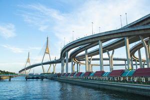 bhumibol bridge. foto