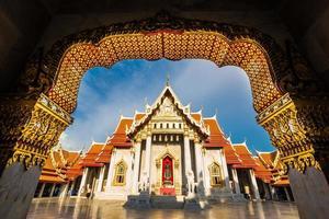 vackra thailändska tempel wat benjamaborphit foto