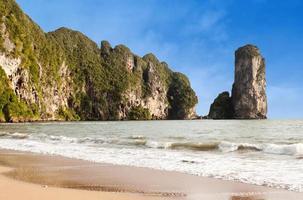 berömd pai plong strand i krabiprovinsen, Thailand