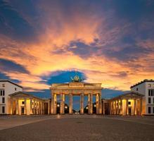 brandenburg gate vid solnedgången foto
