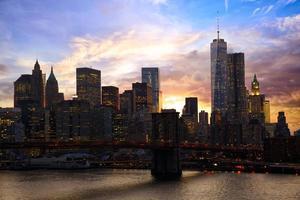 manhattan horisont vid solnedgången foto