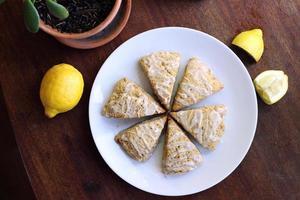 citron vallmofrön scones foto