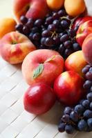 persikor och druvor