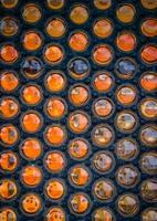 cirkulärt glas och metallstrukturerad yta foto