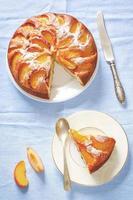 tårta med persikor foto