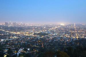 los angeles skyline downtown på natten foto