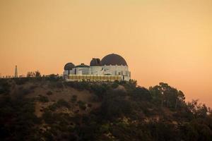 griffithobservatoriet och los angeles stadshorisont i Twiligh foto