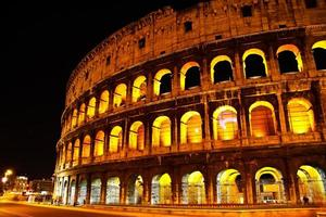coliseum om natten, Rom Italien foto