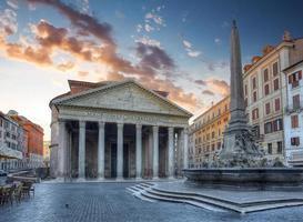 utsikt över pantheon på morgonen. rom. Italien.