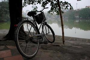 gammal cykel på hanoi foto