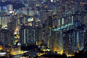 centrum i Hong Kong utsikt från högt på natten foto