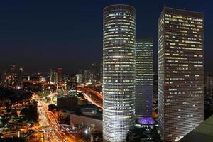 Tel Aviv skyline på natten foto