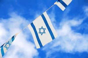 Israel flaggor på självständighetsdagen foto