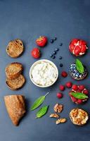 ricotta- och crostini-aptitretare med fyllningar foto