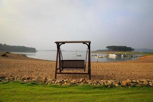 sväng vid sjön foto