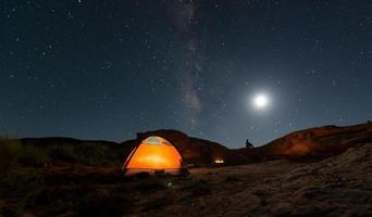 camping under stjärnan foto
