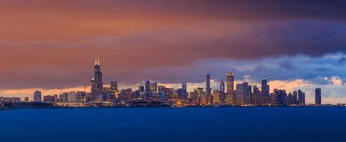 chicago skyline i skymningen