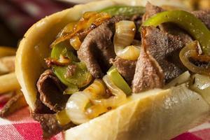 hemlagad philly cheesesteak smörgås foto