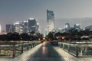 nattstadslandskap i Hangzhou, Kina foto