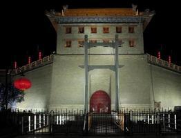 upplyst stadsmur av xi'an foto