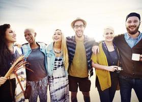 vänner vänskap fritid semester samhörighet roligt koncept foto