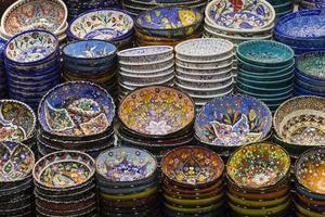 traditionell turkisk keramik på den storslagna basaren foto