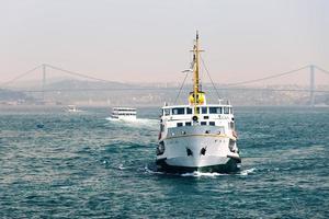 passagerarfartyg i bosporus sundet foto