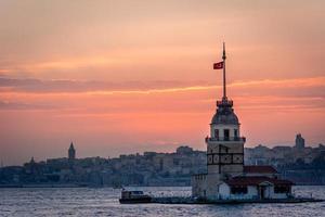 jungfru tornet i solnedgången. Istanbul, Turkiet foto