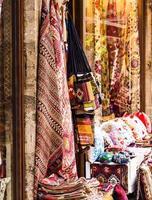 textilier i basaren på istanbul foto
