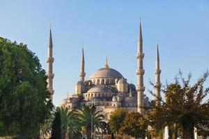 blå moské i istanbul på en solig dag